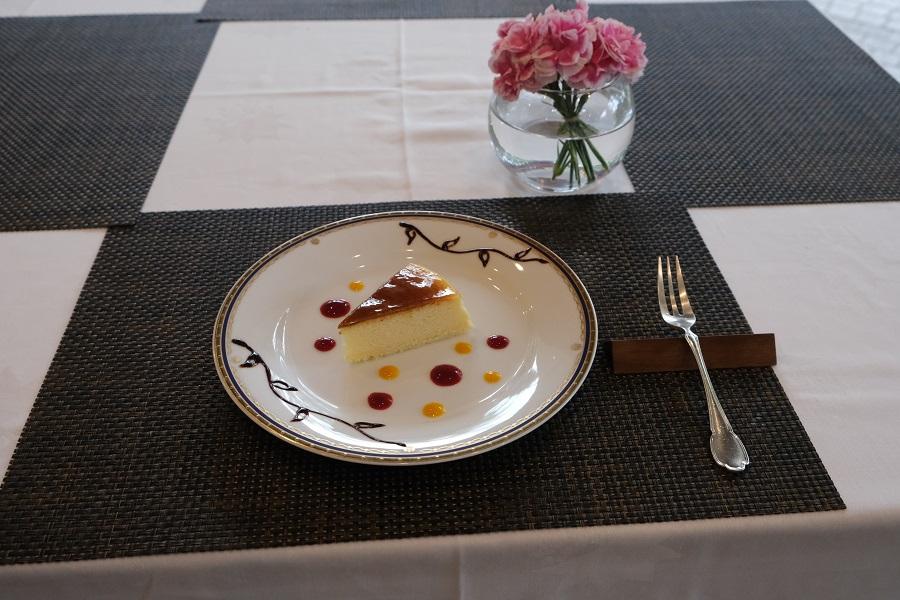 テラスロンドのケーキと花